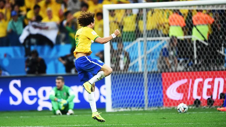 David Luiz comemora o terceiro gol do Brasil marcado por Oscar contra a Croácia