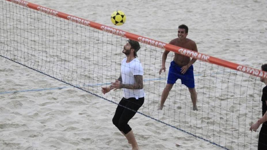 David Beckham joga futevôlei na praia de São Conrado