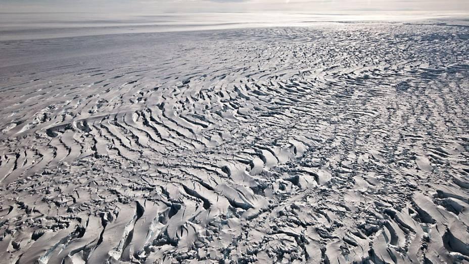 Fendas lineares numa região da Antártida Ocidental