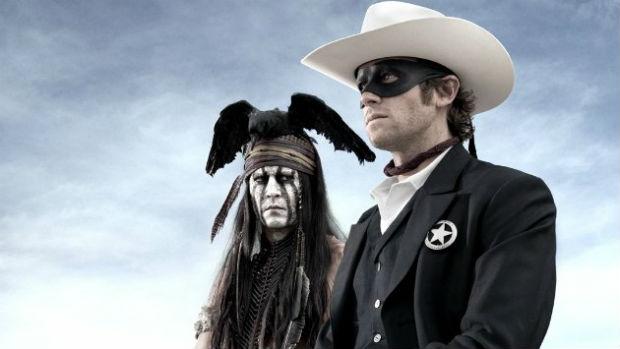Os atores Johnny Depp e Armie Hammer em cena do filme O Cavaleiro Solitário