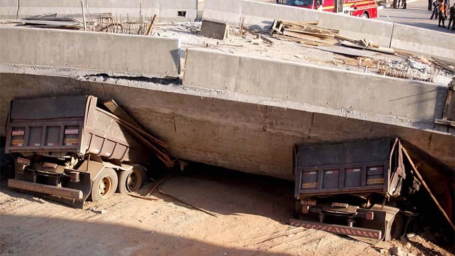 <p>Viaduto em obras desaba na Avenida Pedro I, em Belo Horizonte</p>
