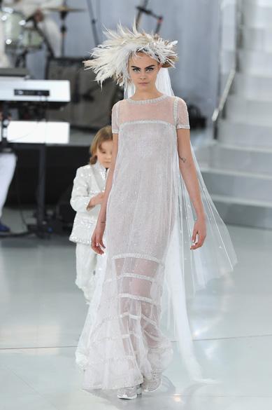 Cara Delevingne no desfile da grife Chanel