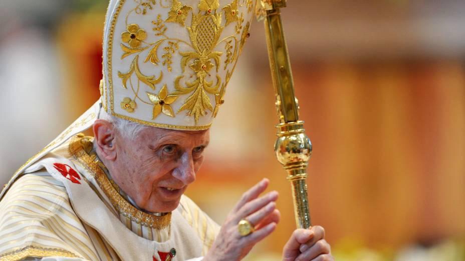 Papa Bento 16 celebra a missa da Epifania em janeiro de 2013 na Basílica de São Pedro, no Vaticano