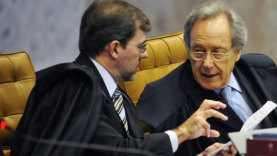 Os ministros José Antonio Dias Tófolli e Ricardo Lewandowski durante retomada, pelo Supremo Tribunal Federal (STF), do julgamento do mensalão, em 18/10/2012