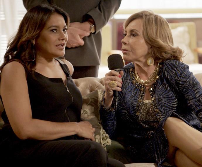 Dira Paes é entrevistada por Consuelo, em Babilônia