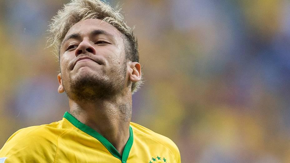 Neymar durante o jojo contra Camarões