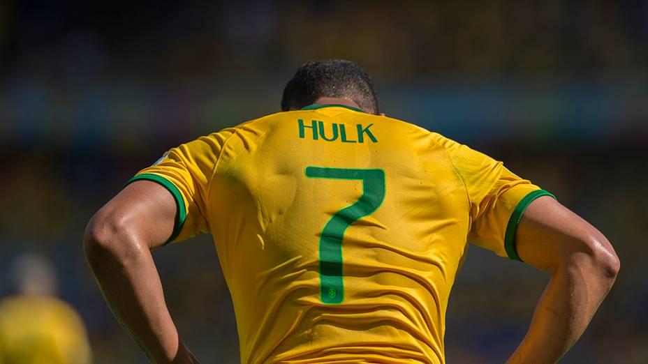 Hulk lamenta gol pênalti perdido no jogo contra o Chile