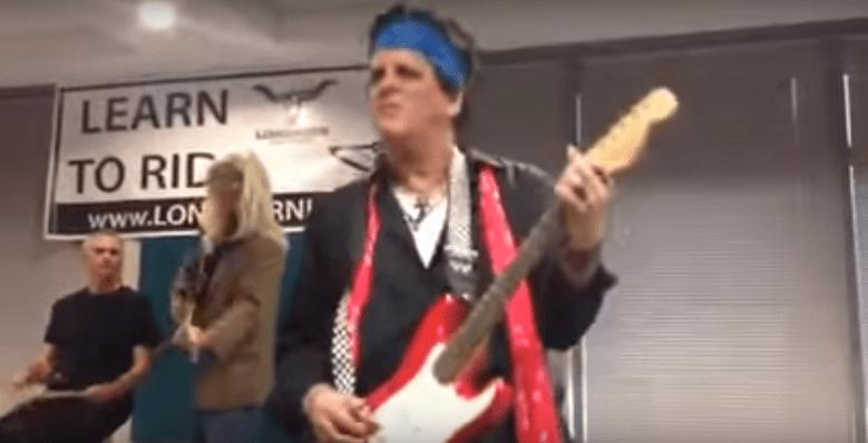 Neste ano, Doug Parker, presidente da companhia aérea American Airlines, fantasiou-se como Keith Richards, guitarrista do Rolling Stones
