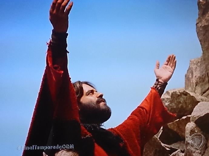 <p>Moisés (Guilherme Winter) fala com Deus no último capítulo de Os Dez Mandamentos</p>