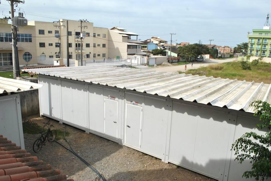 Contêineres no campus da UFF em Rio das Ostras: expansão do ensino universitário emperra na estrutura precária