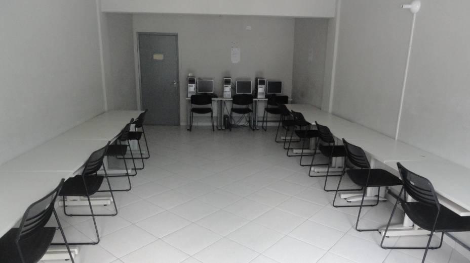 Sala de informática da unidade Antonio Doll , do campus de Diadema da Unifesp, tem apenas três computadores