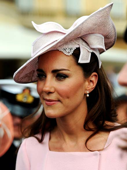 A duquesa de Cambridge, Kate Middleton, durante festa no jardim do palácio de Buckingham em Londres