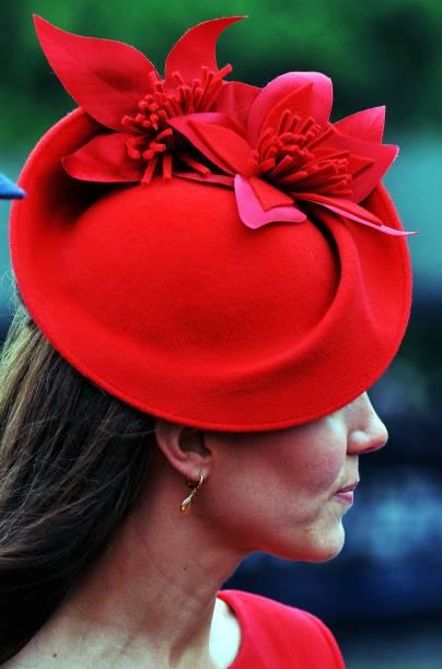 A duquesa de Cambridge, Kate Middleton, antes de concurso de barcos no rio Tâmisa em comemoração ao jubileu de diamante da rainha em Londres