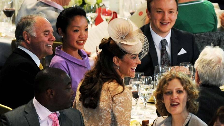 A duquesa de Cambridge, Kate Middleton, durante almoço em comemoração ao jubileu de diamante da rainha em Londres