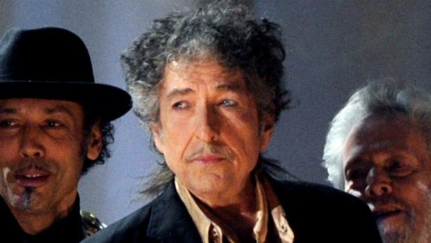 Bob Dylan (centro)