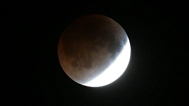 <p>Tempo nublado pode ter atrapalhado avistamento do eclipse total da Lua no Brasil</p>