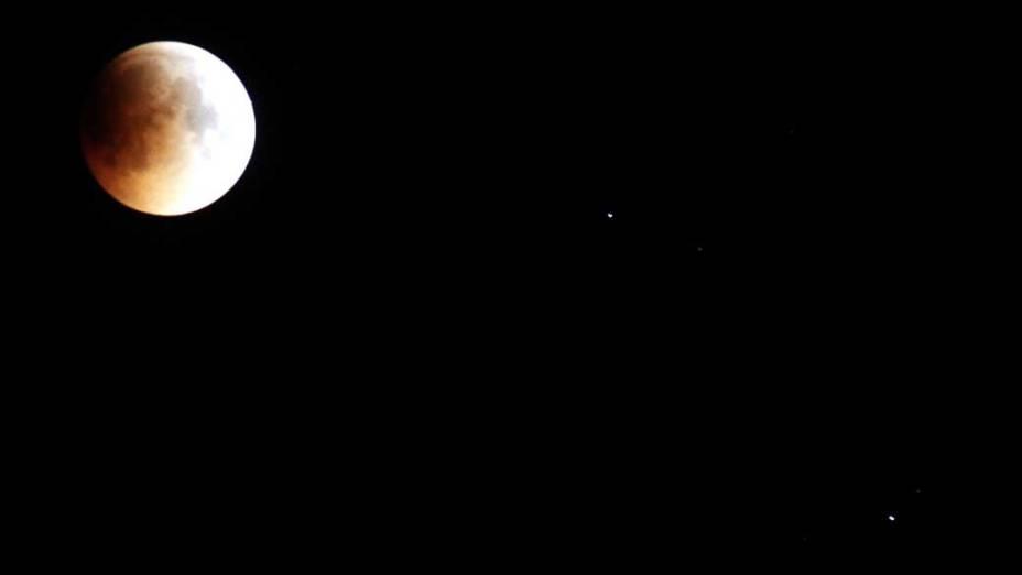 <p>Eclipse da lua visto em Peshawar, Paquistão</p>