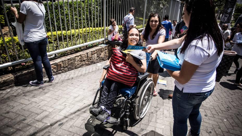 Estudantes se dirigem para as salas para realizarem a prova do Enem 2013