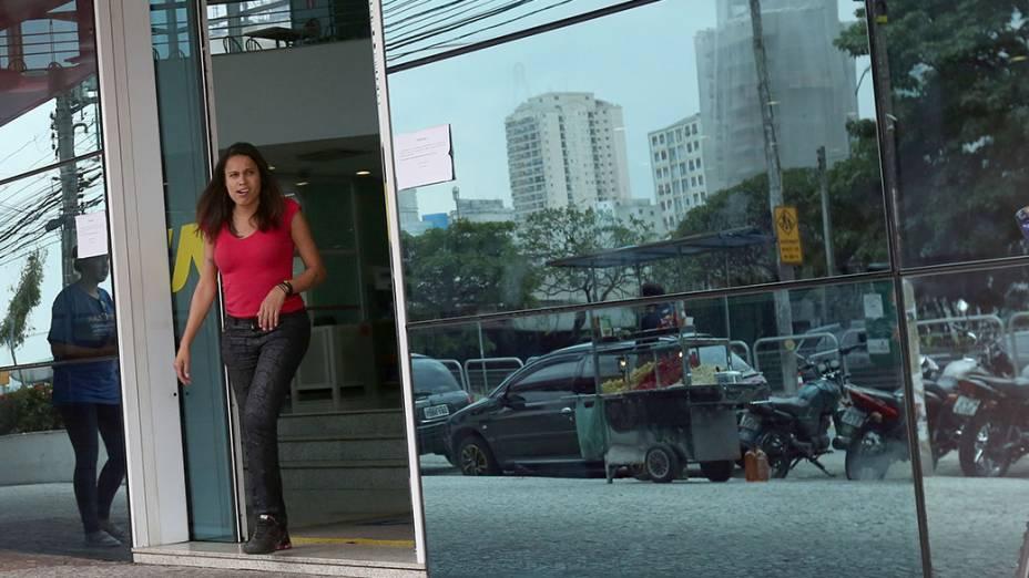 Candidatos começam a deixar o local de prova no campus da Unip Vergueiro em São Paulo
