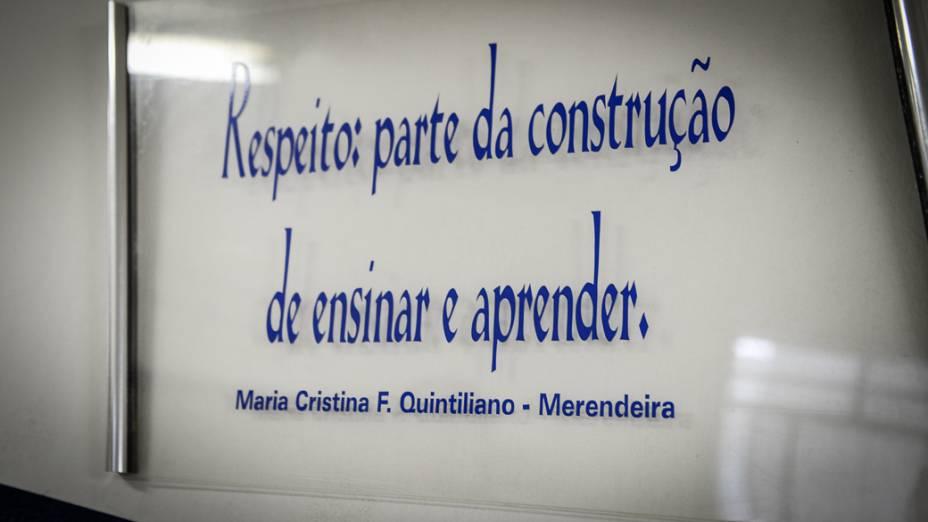 Escola Municipal Francisco Alvares Florence, em Novo Horizonte (SP), tem frases escritas por professores e funcionários espalhadas pela unidade