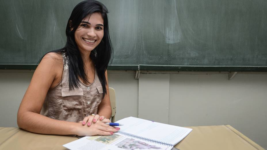 """Caroline Carvalho, de 24 anos, professora de Novo Horizonte (SP) : """"Professores mais experientes me mostram que eu dominava o conteúdo, mas precisava preparar melhor as aulas"""""""
