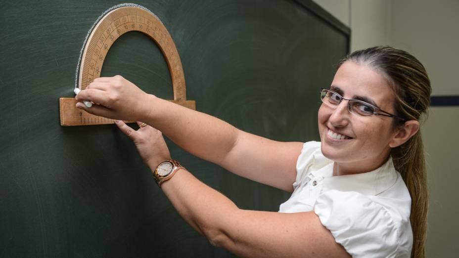 """Adriana Zanluqui, de 32 anos, professora de matemática da escola Francisco Alvares Florence, de Novo Horizonte (SP): """"Aqui todo mundo é cobrado"""""""