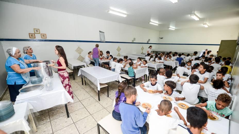 Hora do lanche na Escola Municipal Hebe de Almeida Leite Cardoso, de Novo Horizonte (SP)
