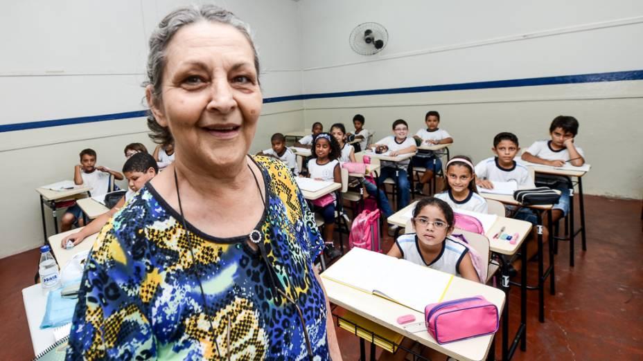 """Professora Maria Carrera, de 61 anos, da Escola Municipal Hebe de Almeida Leite Cardoso, em Novo Horizonte (SP): """"Trabalho feliz"""""""