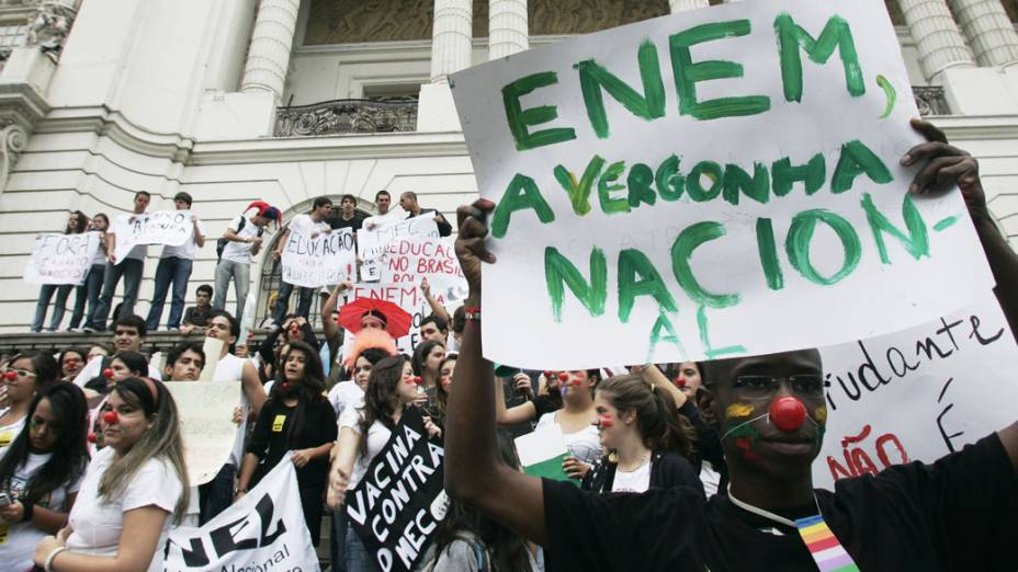 Passeata dos estudantes contra a desorganização na prova do Enem