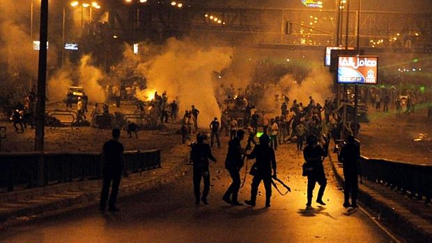 Polícia egípcia entra em confronto com partidários de Mohamed Mursi