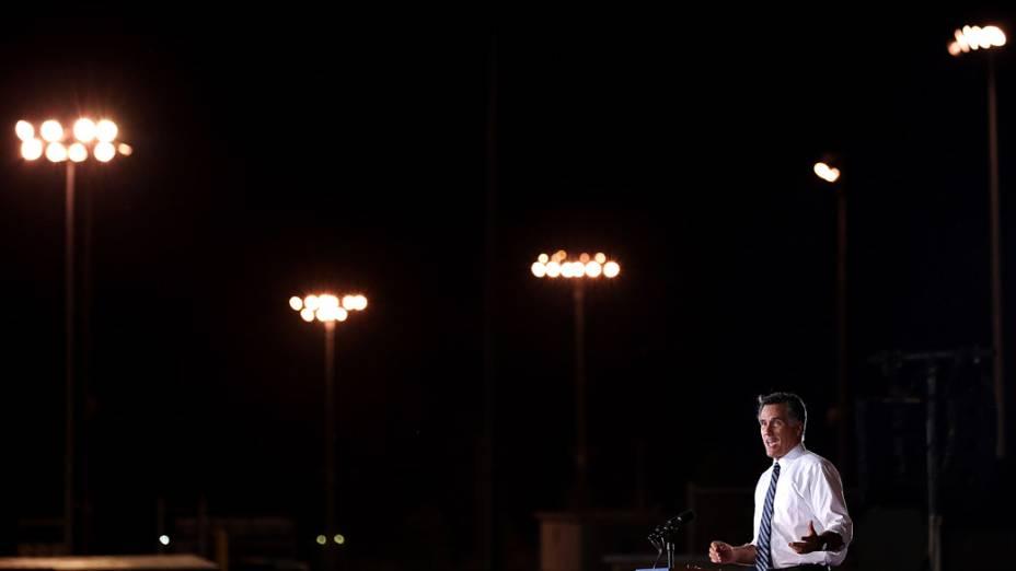 Mitt Romney durante comício em Defiance, Ohio