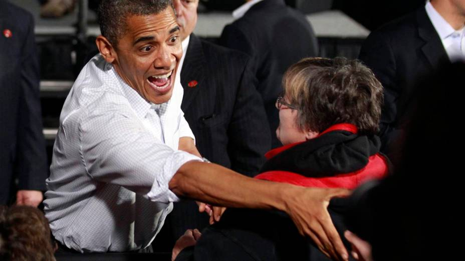 Barack Obama cumprimenta eleitores em Ohio
