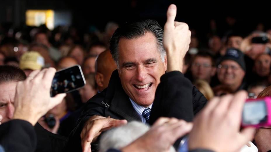 Mitt Romney com eleitores em Iowa, nos Estados Unidos