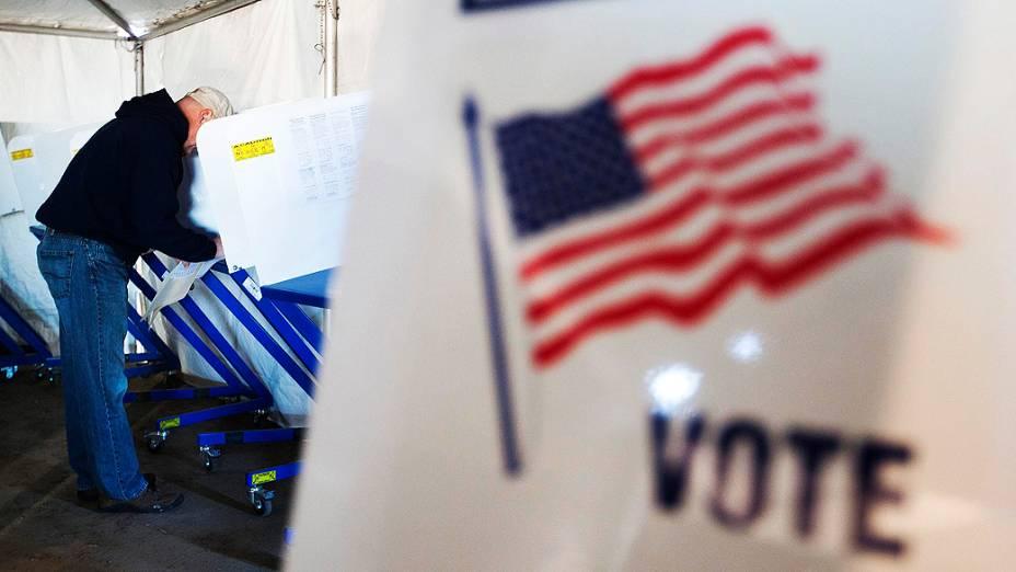 Eleitores votam no Queens, em Nova York, nos Estados Unidos