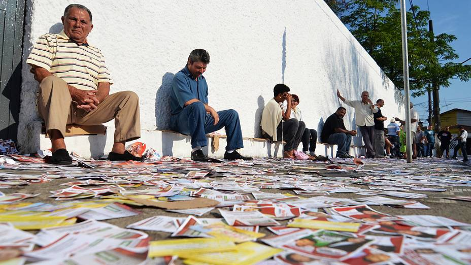 Grande movimentação de eleitores na Escola Estadual Dr. João Firmino Correa Araújo em São Bernardo do Campo (SP) na manhã deste domingo