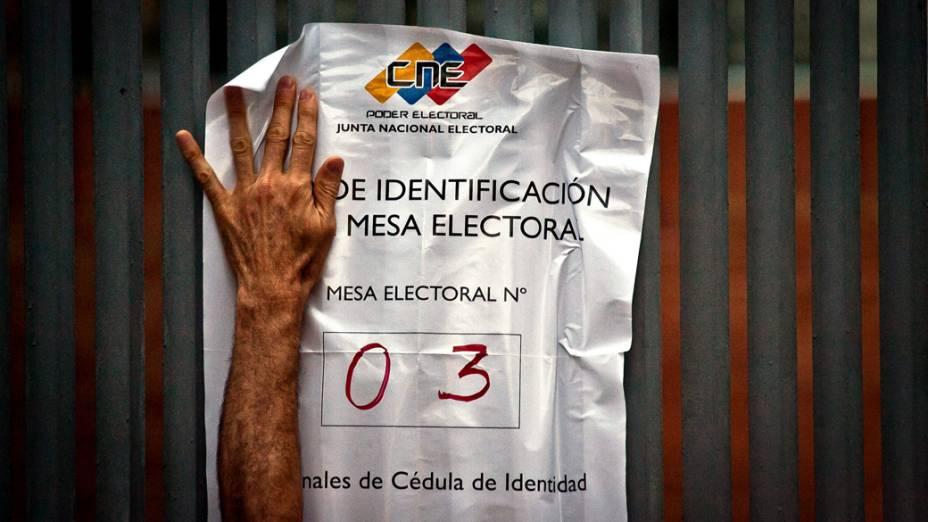 Cerca de 19 milhões de venezuelanos vão decidir quem comandará o país nos próximos seis anos