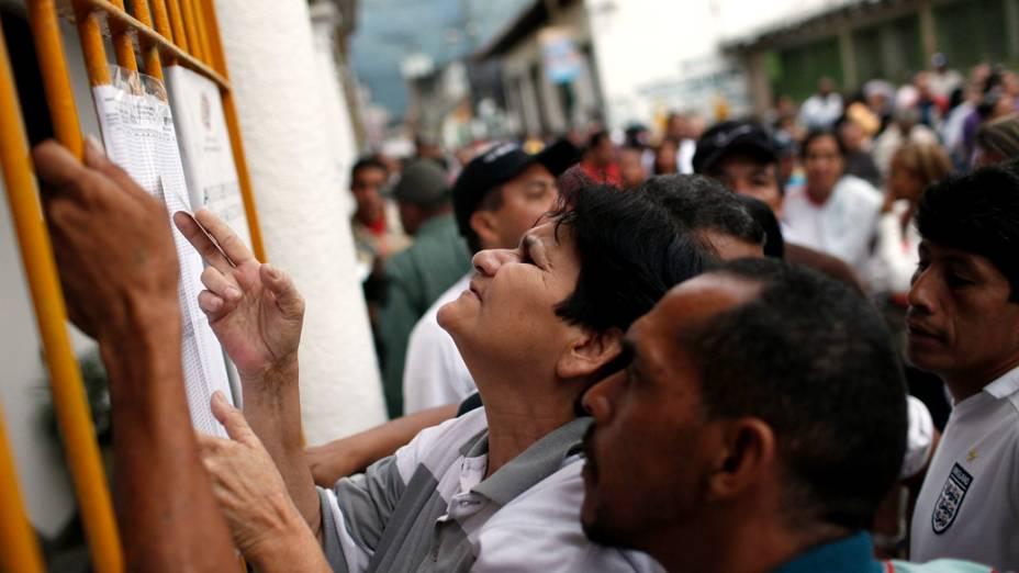 Venezuelanos checam locais de votação