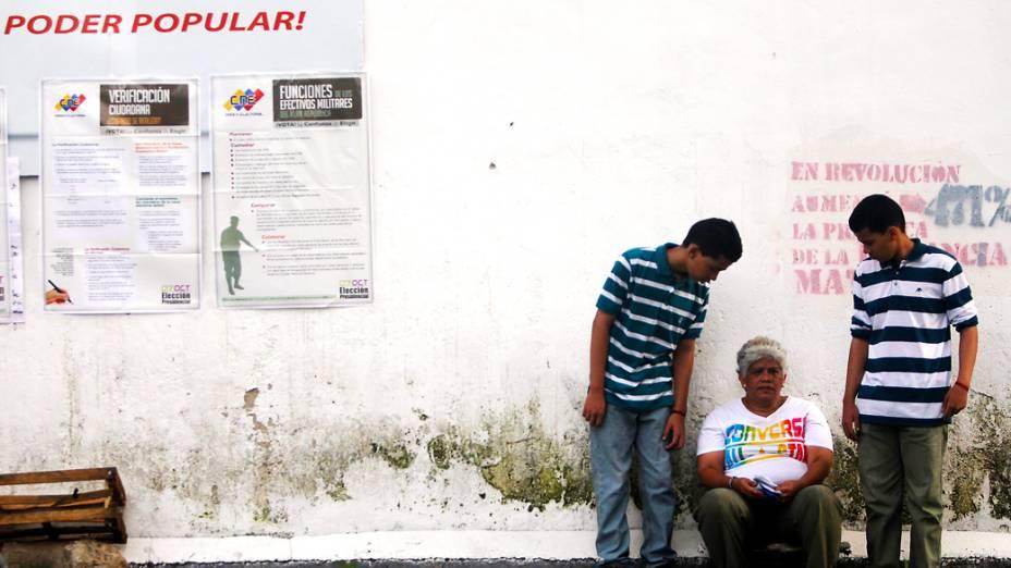 Centros eleitorais da Venezuela permanecerão abertos até as 18h locais (19h30 de Brasília)