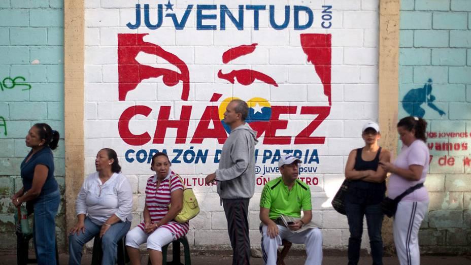 Dezenas de venezuelanos vão às urnas para as eleições presidenciais