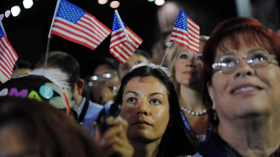Eleitores acompanham apuração em Chicago, onde Obama inciou sua carreira política