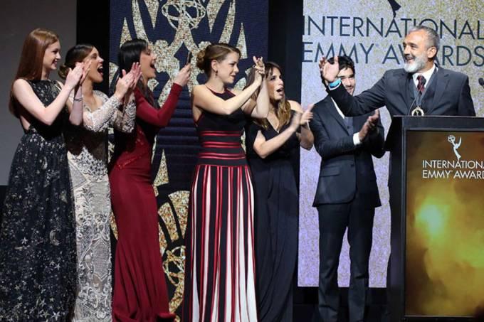 elenco-de-imperio-recebe-emmy-internacional-de-melhor-novela-original.jpeg