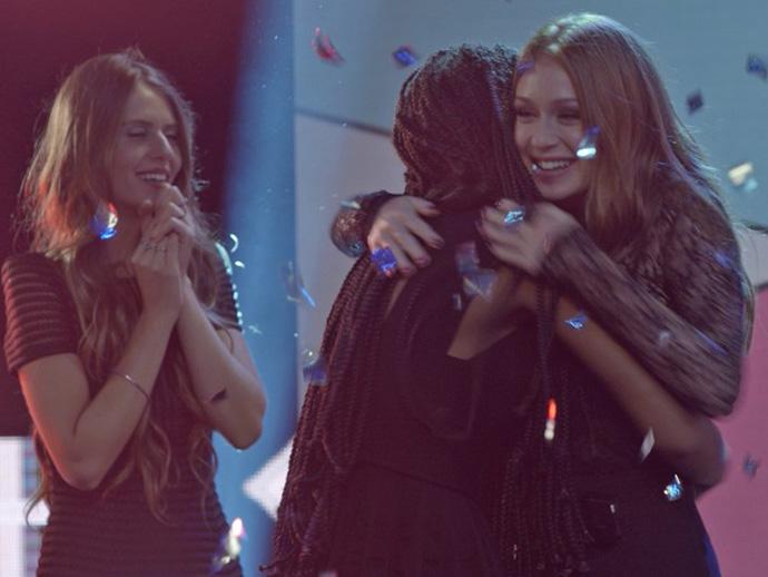 Eliza (Marina Ruy Barbosa) vence o concurso Garota Totalmente D+