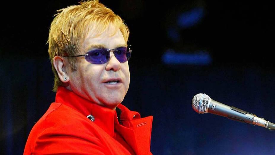 Elton John se apresenta em Shangai, 2004