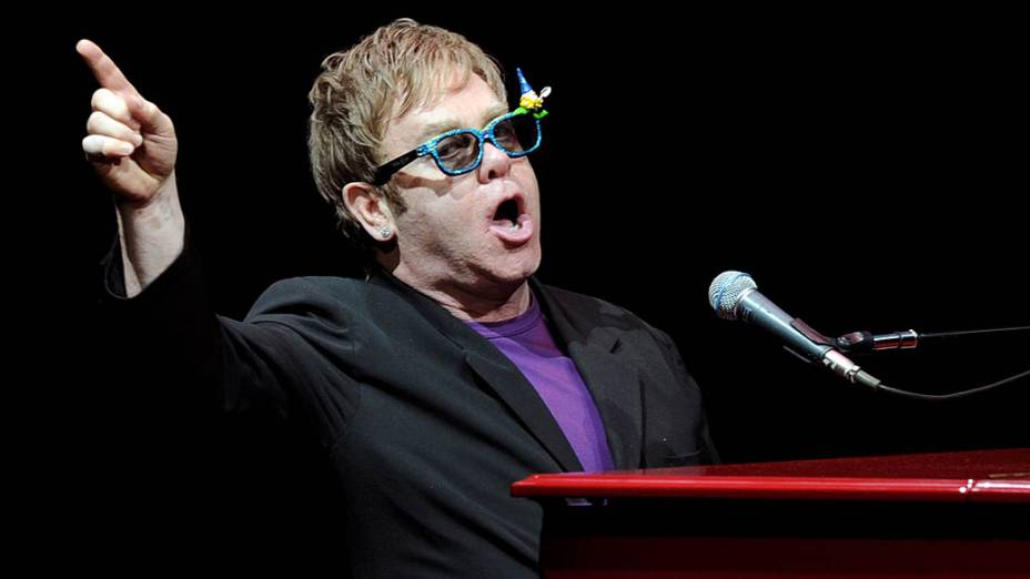 Elton John se apresenta em Los Angeles, em 2011
