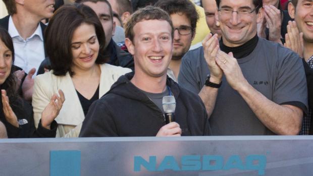 <br><br>  Emocionado, Mark Zuckerberg anuncia, na Califórnia, estreia do Facebook na Nasdaq