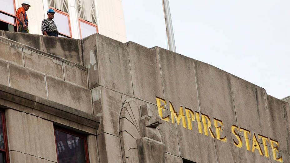 Tiroteio em frente ao Empire State Building, em Nova York, deixou oito feridos e dois mortos, entre eles o atirador