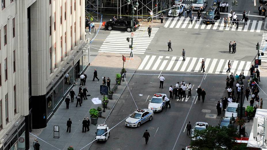 Pelo menos duas pessoas morreram e oito ficaram feridas em um tiroteio na manhã desta sexta-feira (24) em Nova York