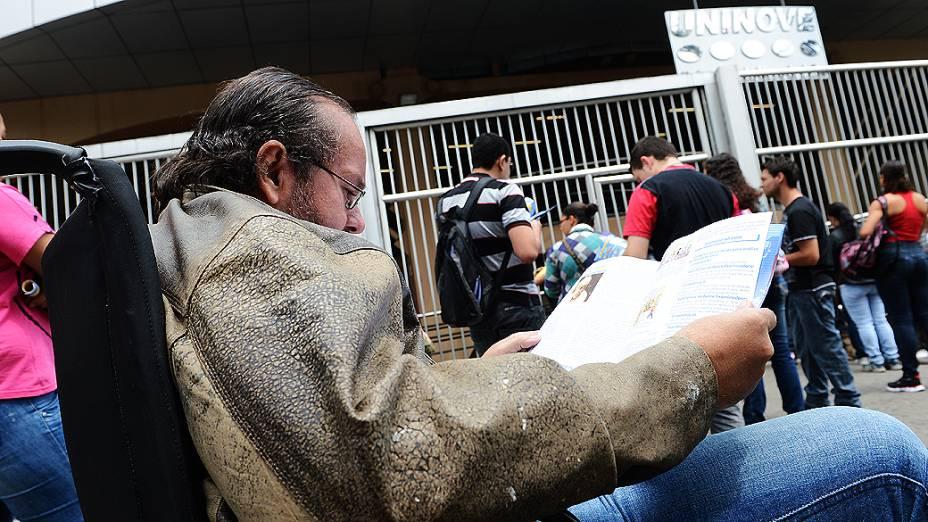 Marcello Martins Rochael, 43 anos, aguarda o início da prova do Exame Nacional do Ensino Médio (ENEM) na Uninove, em São Paulo