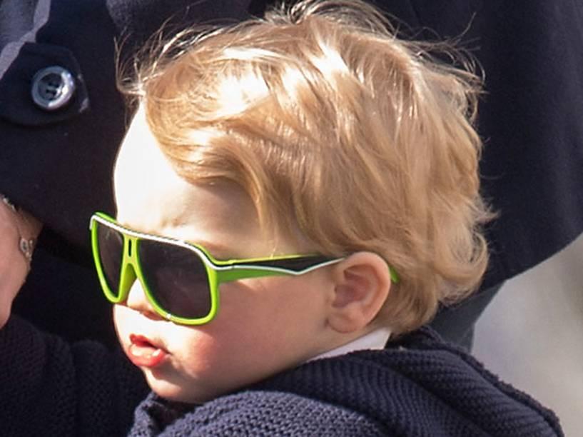 Príncipe George com óculos escuros
