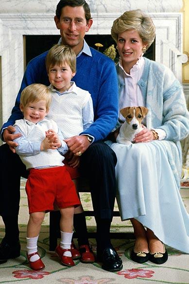 Príncipe e princesa, Charles e Diana, com seus filhos príncipes William e Harry em 12/01/1986